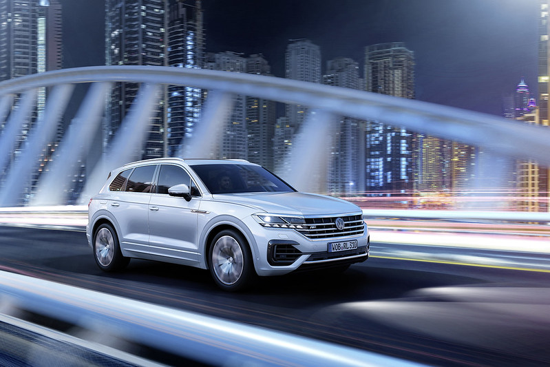 2018 VW TOUAREG CARBONOCTANE FEATURE DUBAI UAE