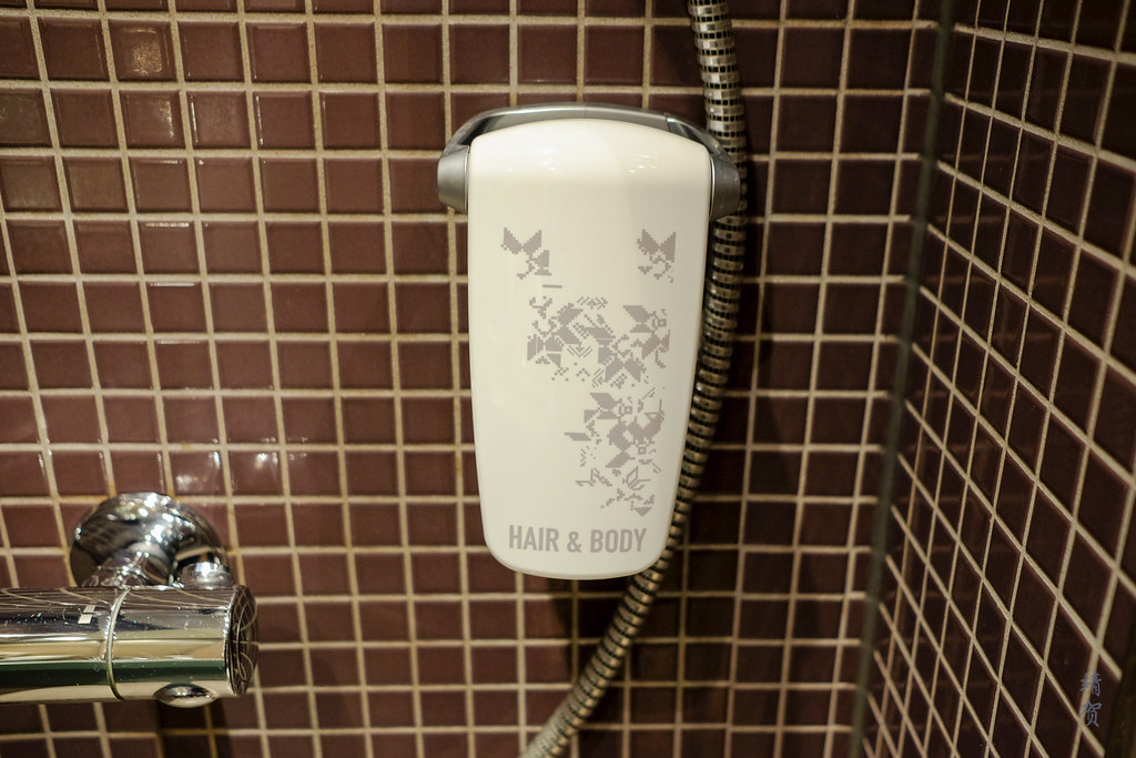 Wall mounted body wash