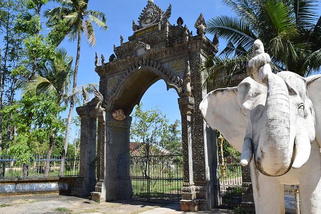 ちょっとかっこいい門のお寺もあるね