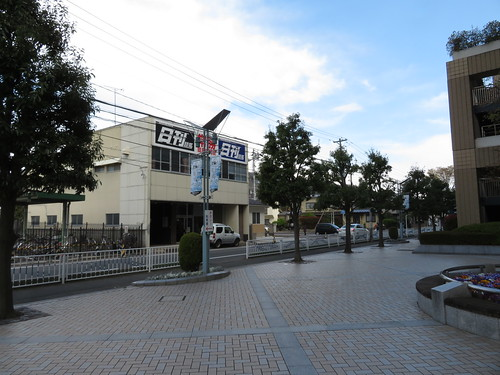 福島競馬場の南口から中央口へ向かう
