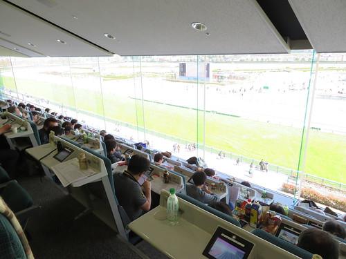 福島競馬場の指定席の様子