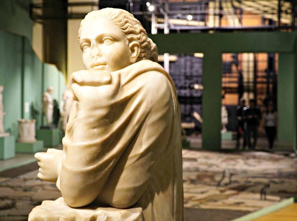 Hellenistisen kauden veistos muusasta (Polymnia)
