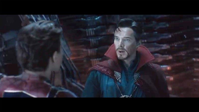 Doctor Strange (kanan) di Avengers: Infinity War diperankan oleh Benedict Cumberbatch.