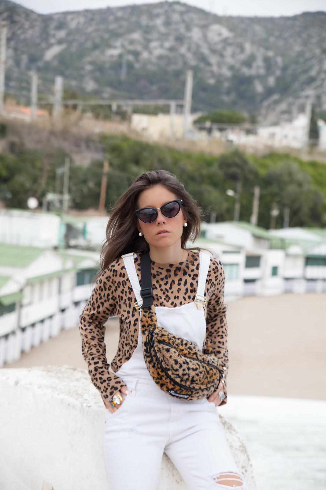 theguestgirl influencer barcelona spain laura santolaria peto blanco