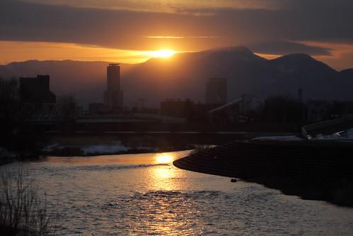 豊平川の夕日と手稲山