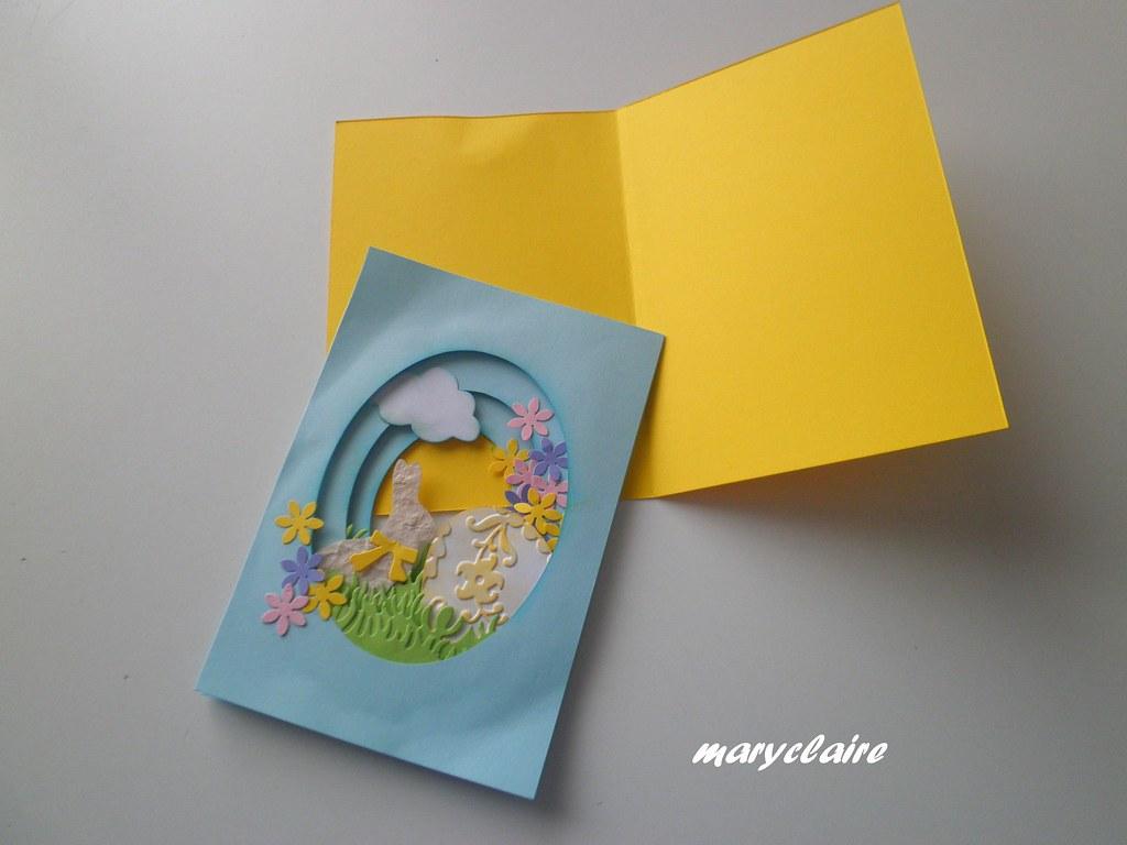 incollare i 3 ovali uniti su cartoncino di altro colore