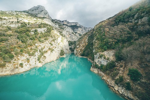 alone alpes alps depth escape explore landscape nature provence quiet relief roadtrip verdon waterscape view point pov high vertigo deep blue green away horizon anotherescape nobody solo paysage delightful tranquility space naturality other fairy silent peaceful path