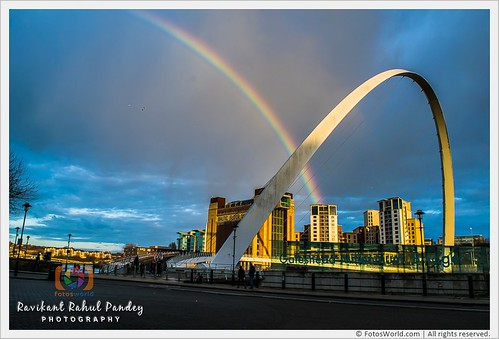 The-Rainbow-and-The-Gateshead-Millennium-Bridge-across-River-Tyne-Connecting-South-Bank-and-North-Bank-England-180325-185146