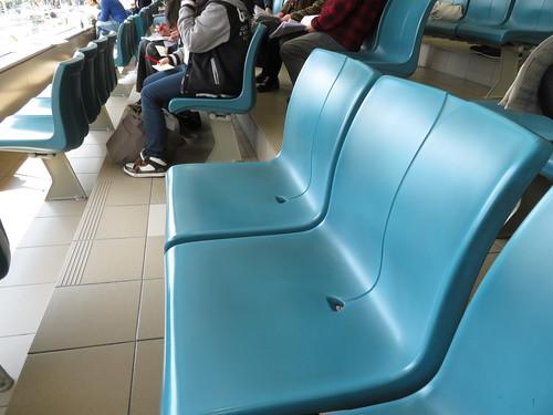 福島競馬場の2階一般席の座席