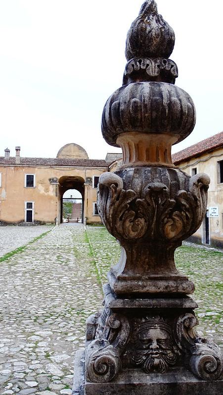 Corte esterna certosa di S.Lorenzo