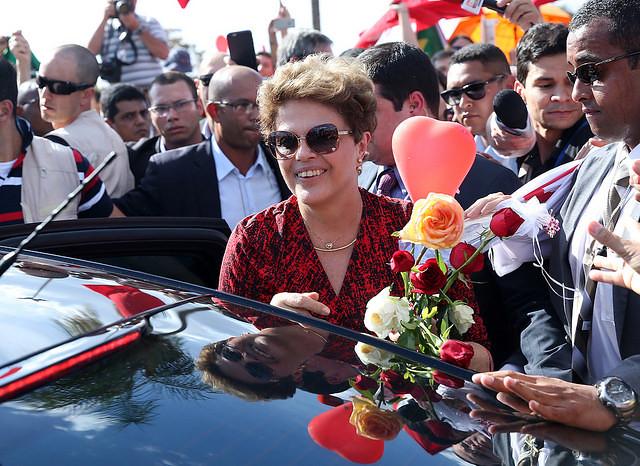 Dilma Rousseff se despide de militantes al dejar el Palacio da Alvorada en 2016 después de impeachment  - Créditos: Wilson Dias/Agencia Brasil