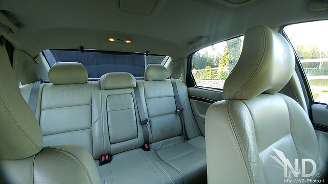 Volvo S80 2.4T backseat view