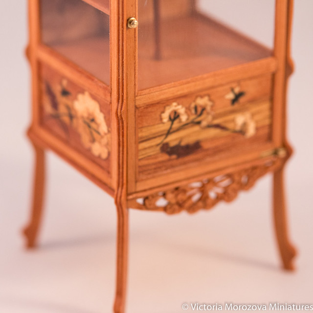 Emile Galle Art Nouveau Vitrine in Miniature-5.jpg