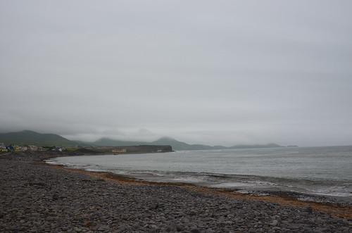 Blick auf den kieseligen Strand von An Coirean