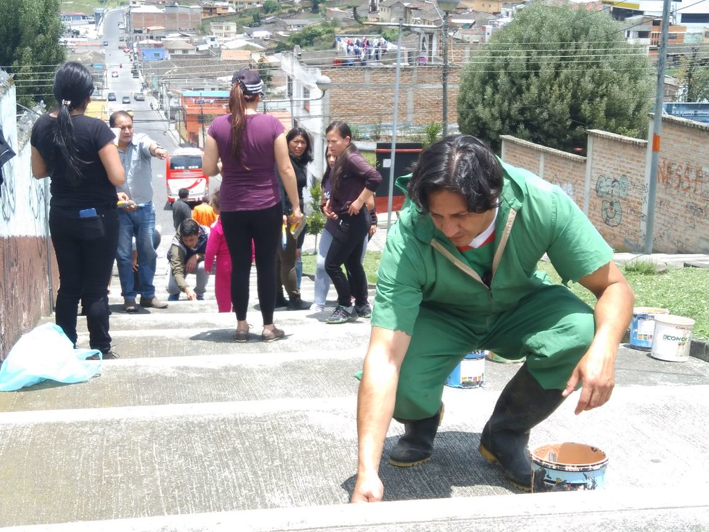 Escalinata en el barrio santa clara en Montúfar recobra vida