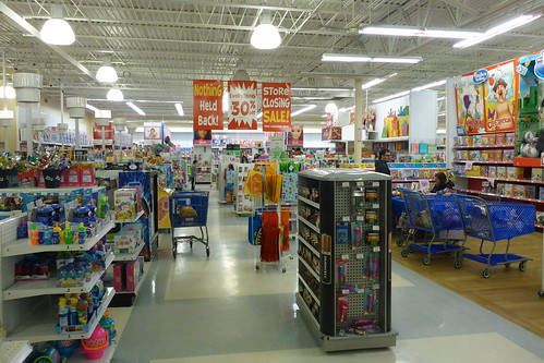 Toys R Us in Roanoke is closing