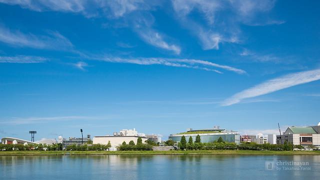 "Full view of Niigata City Performing Arts Center ""Ryutopia"" (新潟市民芸術文化会館「りゅーとぴあ」)"