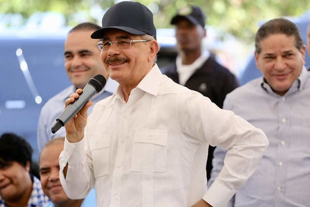 Danilo fomenta exportación mango banilejo. Pequeños productores reciben apoyo para empacadora