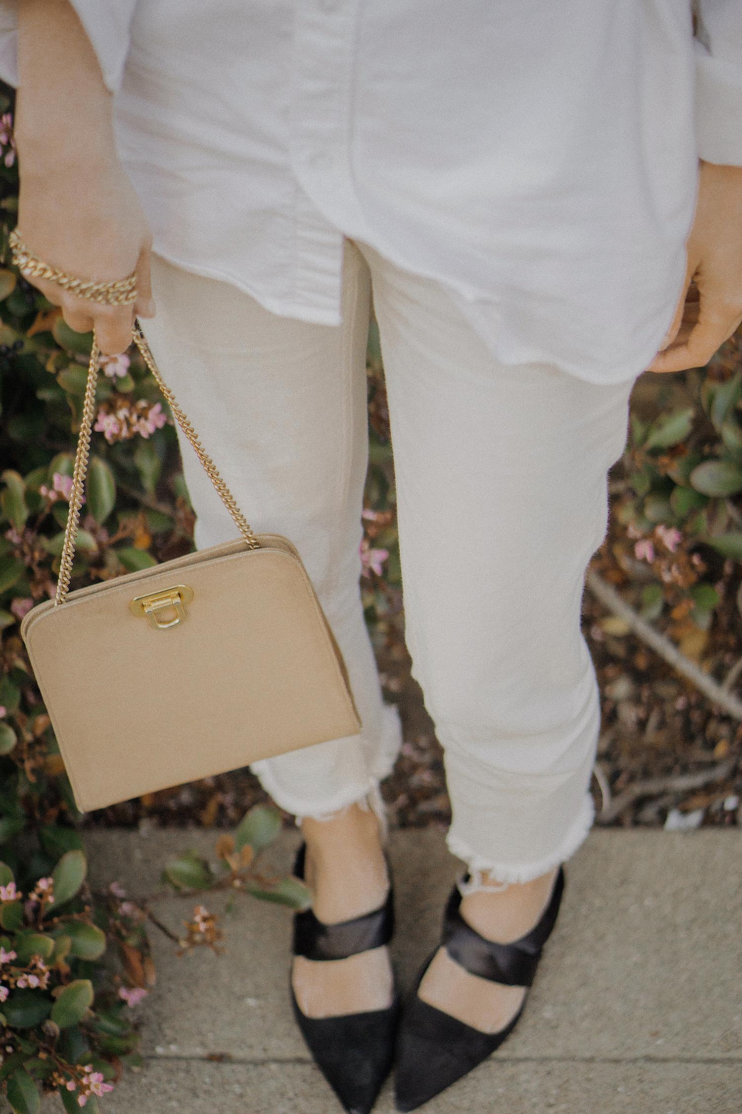 white_jeans_white_oversized_belted_man_cotton_shirt_vintage_bag_kitten_heel_cap_lenajuice_thewhiteocean_12