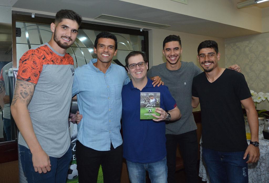 Vitor_LancamentoLivro_16-04-2018_Foto_GustavoOliveira_28_