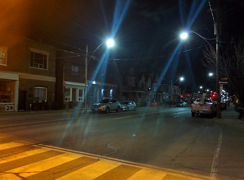Looking north, Ossington at Essex #toronto #ossingtonave #essexstreet #dovercourtvillage #intersection #night