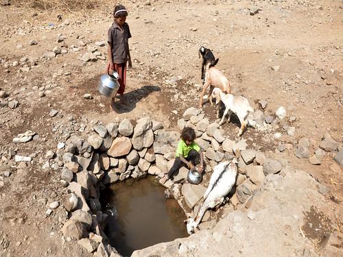 झिरी से लेते थे पीने का पानी