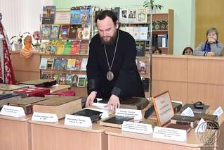 Выставка книг 2310