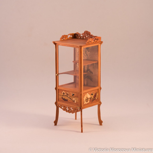 Emile Galle Art Nouveau Vitrine in Miniature-8.jpg