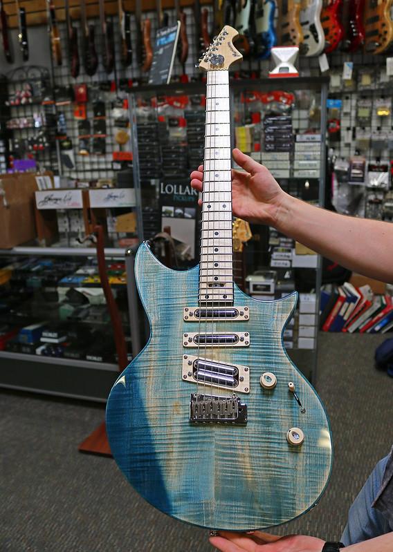 Universum Guitars  - z Marianna blue (1)