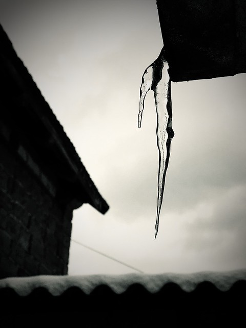 Ice ice baby ;-) ... icicle in black & white