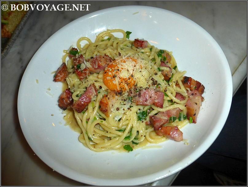 ספגטיני קרבונרה ב- איטלקי מקומי - local italian