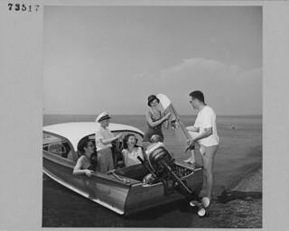 Vacationers taking water skis with them on a boating trip, Point Pelee National Park, Ontario / Des vacanciers se préparant à une excursion en bateau au parc national de la Pointe-Pelée, transportent des skis nautiques à bord (Ontario)