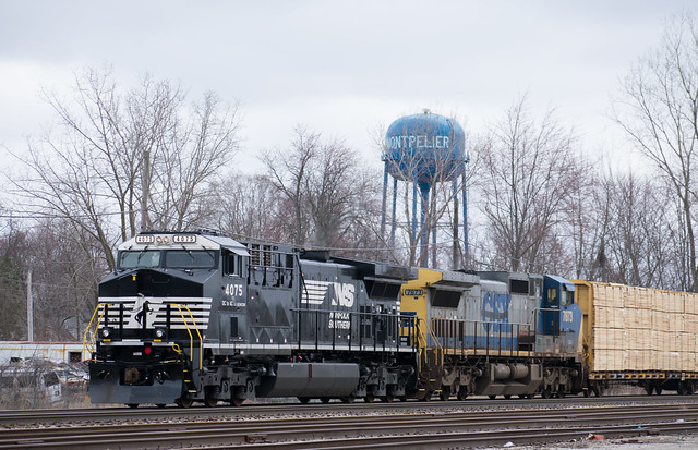 NS 4075 and GECX 7873 leading NS train 289 in Montpelier Ohio