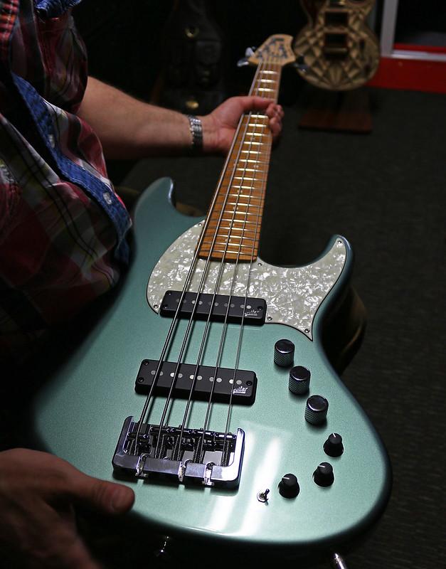 Miura Guitars - MB2 bass (5)
