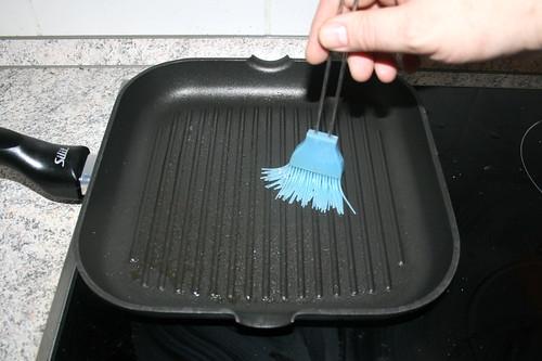 21 - Grillpfanne mit Öl auspinseln / Brush pan with olive oil