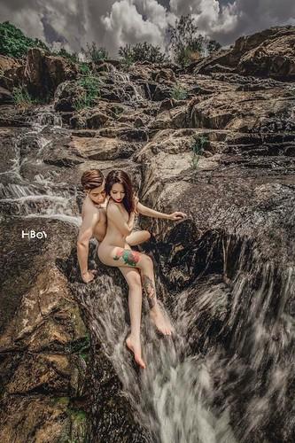 Đỏ mặt với bộ ảnh cưới khoe thân trong rừng và dưới thác của cặp đôi 9x 05