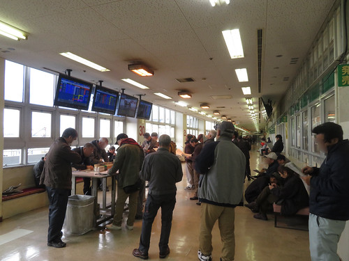 金沢競馬場のコンコースパドック寄り