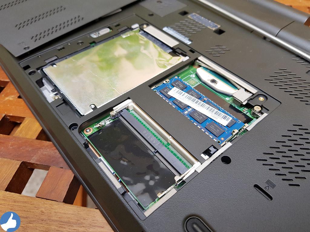 ThinkPad W541 - Cho khả năng thay thế linh kiện nhanh chống, RAM và SSD được đặt ở mặt dưới.