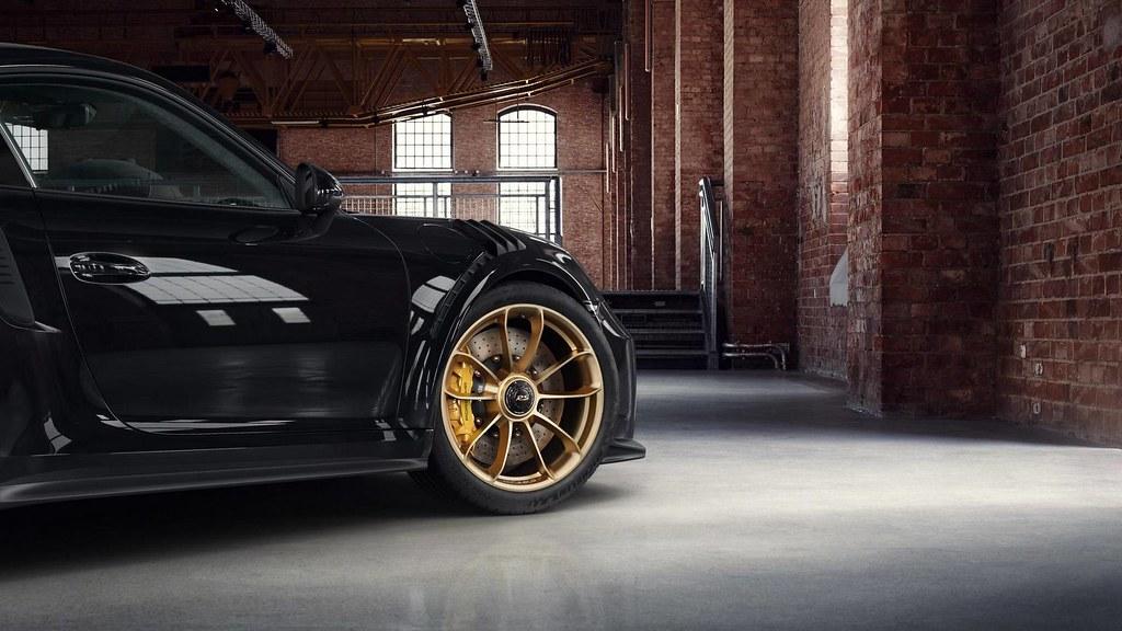 porsche-911-gt3-rs-with-satin-aurum-wheels