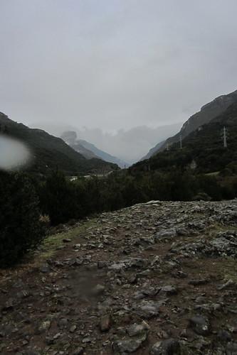 20120929 31 083 Jakobus Pyrenäen Berge Weg Wald Steine Regentropfen