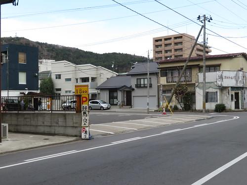 福島競馬場前一方通行の駐車場