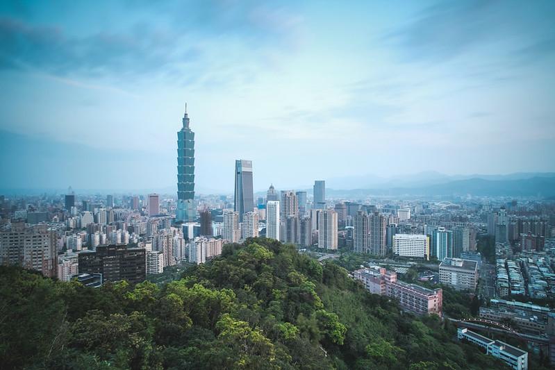 夜明け前の台北都市風景