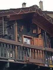 Cose di case così (sulla sinistra, l'antica rastrelliera per conservare il pane) Valtournenche AO  #ValledAosta #lavallée #restauro #riuso #IamAnArchitect #legni #wood #casedilegno #montagna #mountain  #Cervino