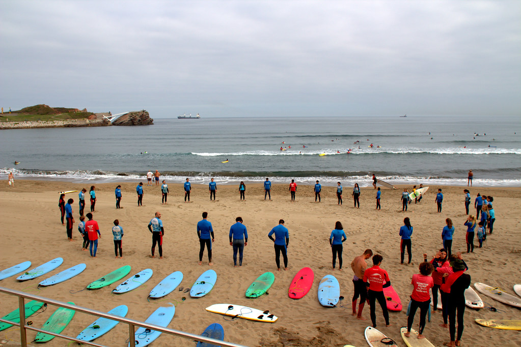 preparación para una clase práctica de surf