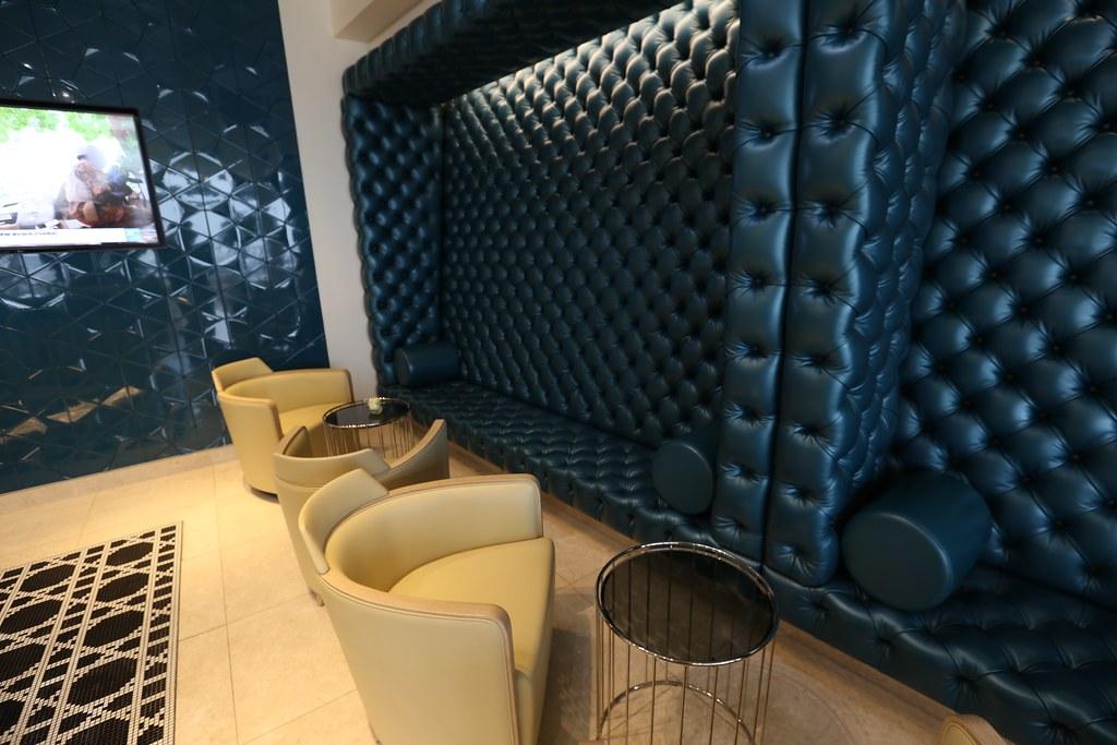 Qatar lounge at Paris CDG 18