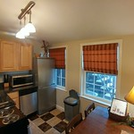 Kitchen and dinkmg area from door