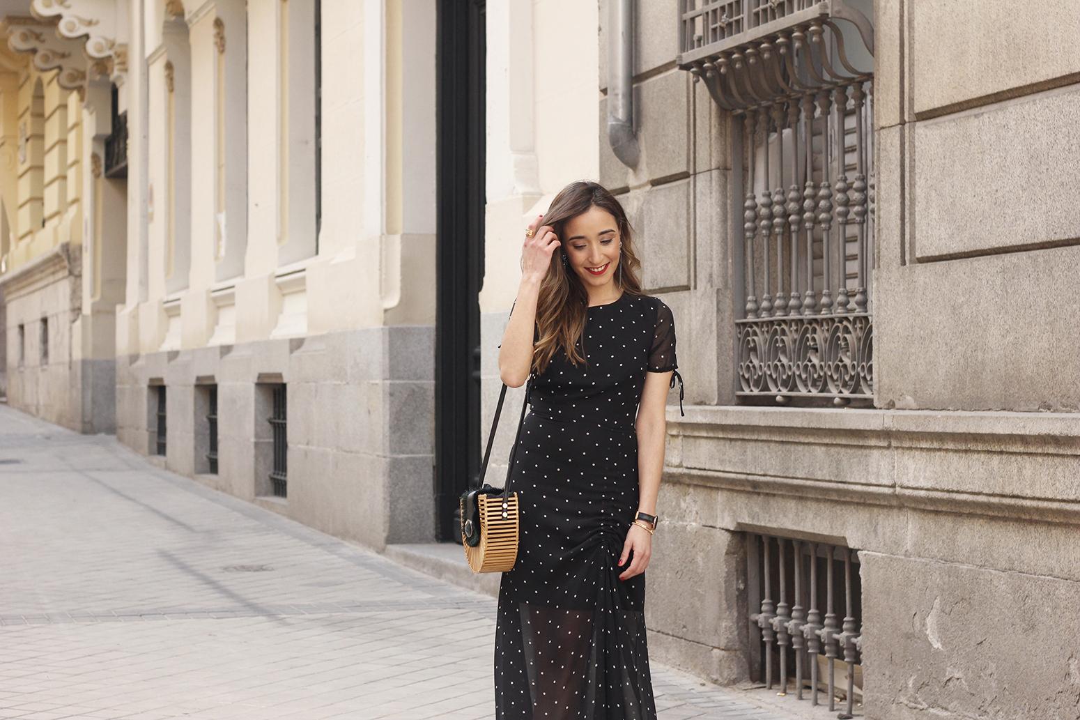 polka dot dress uterqüe jewel heels denim jacket outfit street style bamboo bag08