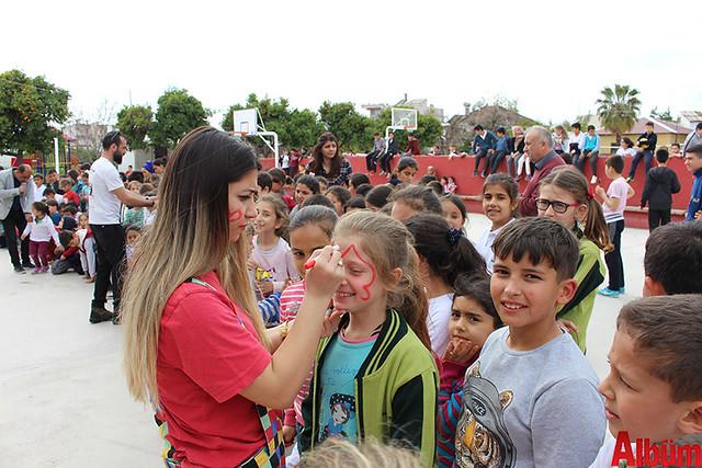 Büyükşehir Belediye Başkanı Menderes Türel'in Antalyalı çocuklara armağanı olan Şeker Portakalı Çocuk Etkinlik Aracı Finike'de- 5