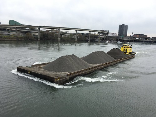 The RossIsle shoves a barge of gravel towards the Steel Bridge