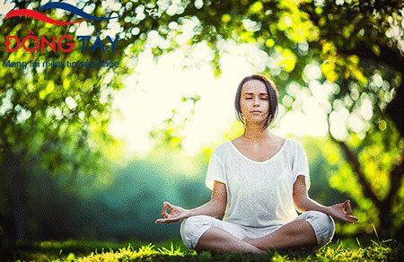 Tập thiền, yoga có thể giúp giảm run tay hiệu quả